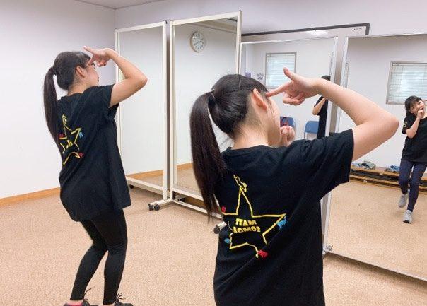 姉妹アイドルユニット「LocaKaRi(ロキャカリ)」の楽曲「LoveSick」のダンスレッスン